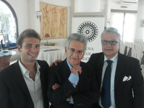 Il Prof. Frontera con Mimmo e Giovanni Monizzi