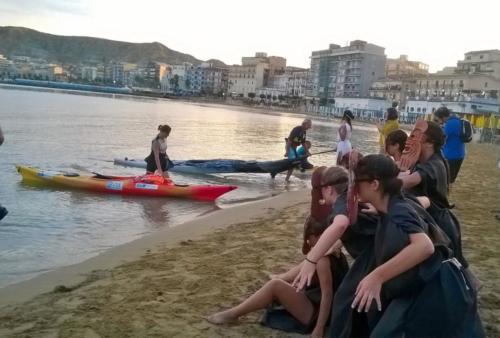Arrivo a Crotone dei kayak con Vanessa e Francesco
